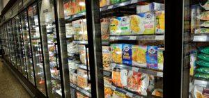 قفسه یخچالی در فروشگاه